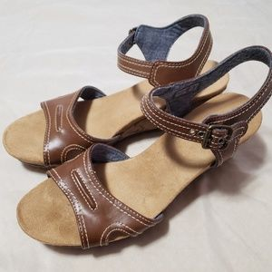 Dr. Scholl's tan wedge sandals